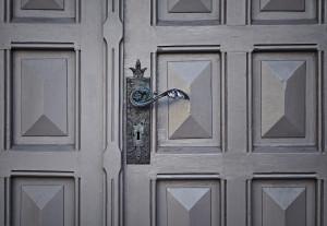 property leasing door